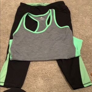 Cute matching top and bottom gym outfit!